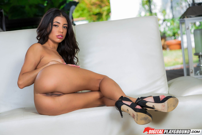 Sexy Latina Veronica Shows Her Thin Pussy 18