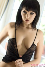 Mellisa Clarke In Sexy Denim Shorts 05