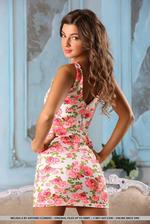 Brunette Beauty Melena Tara Stripping 00