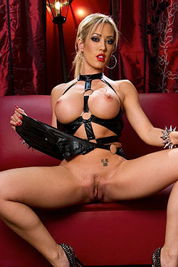 Sexy Carpi In Black Latex