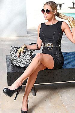 Blonde Babe Samantha Saint