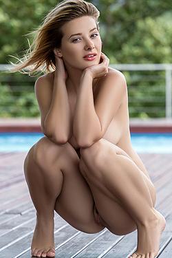 All-natural Anna Tatu