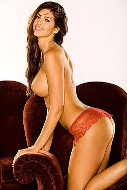 Hope Dworaczyk Reveals Her Amazing Alluring Body