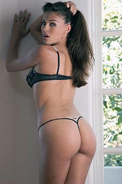 Gorgeous Victoria Valmer