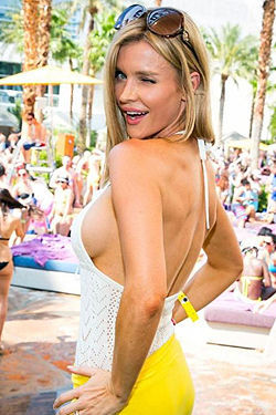 Hot Blond Celeb Joanna Krupa