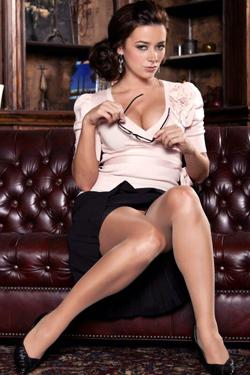 Taylor Vixen Classy Display