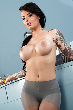 Busty Pornstar Christy Mack