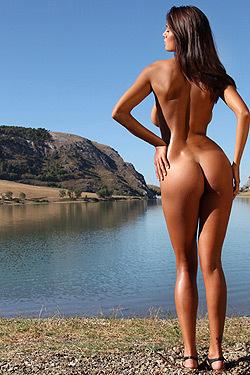 Gorgeous Ela Posing Naked Outdoor