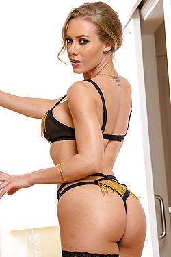 Blonde Bombshell Nicole Aniston
