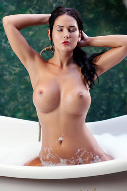Kendra In Thousand Bubbles