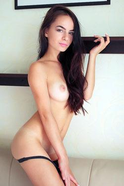 Debora Alta Pretty Brunette Babe