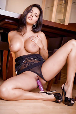 Sunny Leone Toying Her Sweet Pussy