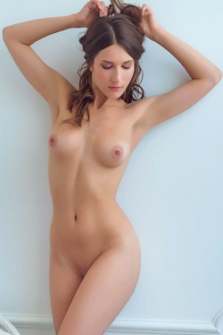 Gorgeous Brunette Glamour Girl Elina Nude