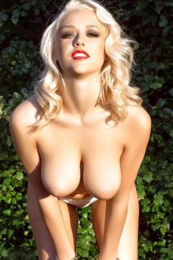 Busty Blonde Cybergirl Sabrina Nichole Gets Comfy