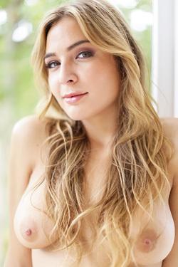Beautiful Blonde Babe Blair Williams Gets Nude