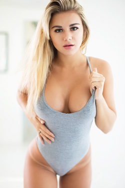 Hot Blonde Tahlia Paris In Sporty Grey Bodysuit