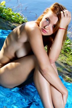 Sexy Beauty Kika Naked Posing In Nature
