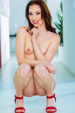 Sexy SkinnyPornstar Aria Alexander