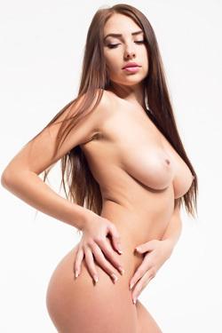 Sexy Brunette Niemira Foxx