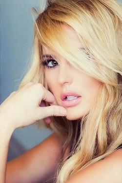Glamour Celeb Babe Emma Hernan