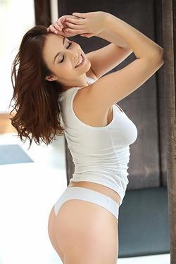 Antonia Sainz Shows Her Natural Boobs