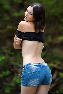 Sexy Sweet Cordoba Strips Out Of Her Tight Jeans Shorts