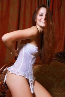 Glamour Brunette Beauty Babe Stefany Sonri