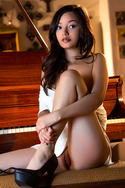 Erotic Pics Of Beautiful Brunette Eden Arya
