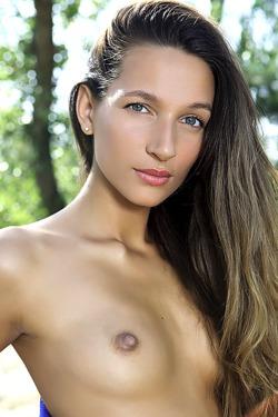 Stunning green-eyed brunette Kenya