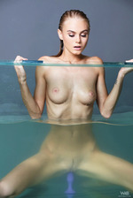 Nancy A Masturbate In AquarIIum 00